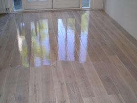 Voorbeelden glim houten vloeren i vloer schuren en lakken in